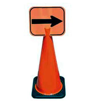 Biển báo đặt trên cọc giao thông