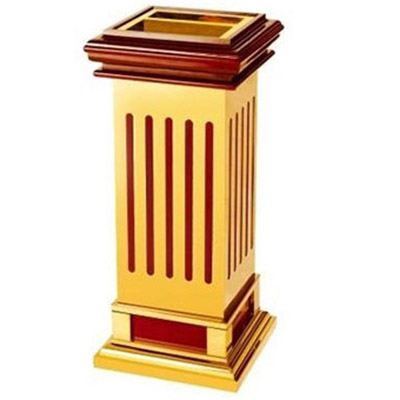 thùng rác gỗ có gạt tàn thuốc lá